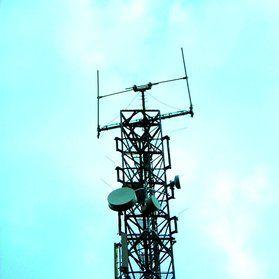 Fot. 1. Typowe anteny kierunkowe – źródła promieniowania w.cz. (wg [4]) [Typical directional antennas – HF radiation sources]