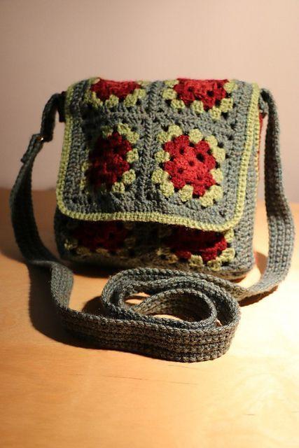 Ravelry: Free crochet pattern for Granny Square Messenger Bag  by Judith L. Swartz: