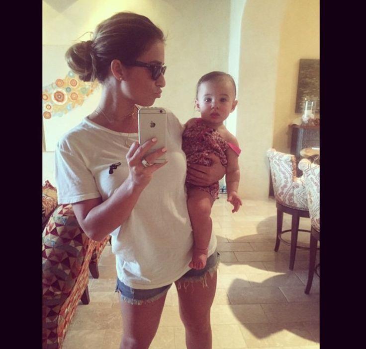 Jessie James Decker and baby Vivi