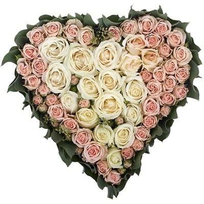 Сердце из роз с бесплатной доставкой в Москве http://www.dostavka-tsvetov.com/osobye-bukety/rozi-serdce-roz
