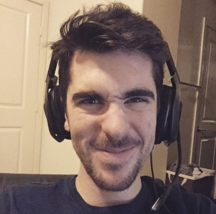Daithi De Nogla: Comedic video game commentator whose self-titled channel consists of videos featuring a variety of types of videos, including Gmod Sandbox Funny Moments, vlogs, simulators, and animation.  Gaming Channel -> https://www.youtube.com/user/DaithiDeNogla