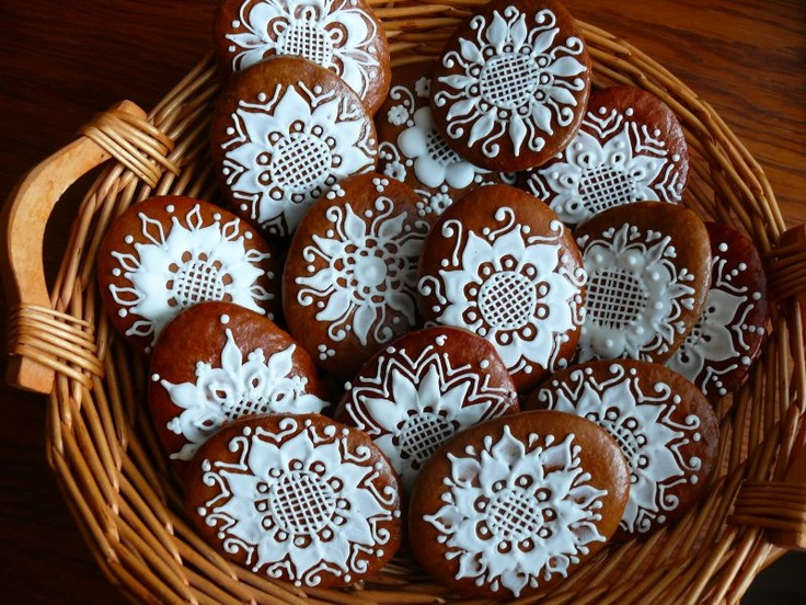 gingerbread cookies with white icing ... folkloric  sunflowers ...