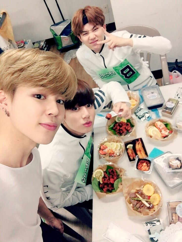 Jimin, Jungkook and Suga ❤ [Bangtan Trans Tweet] 맛있게 잘 먹을게요 아미도 조금이라도 더 먹고 힘내요 We will eat well, ARMYs too eat more and be energized (ISAC) #BTS #방탄소년단