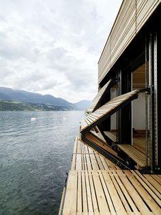 """Panels open up - """"rejas"""" metalicas plegables en lugar de ugly protecciones de ventanas. Casa vacacional. Win!"""