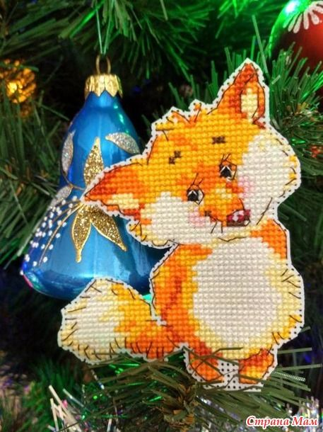 Новогодние игрушки на пластиковой канве