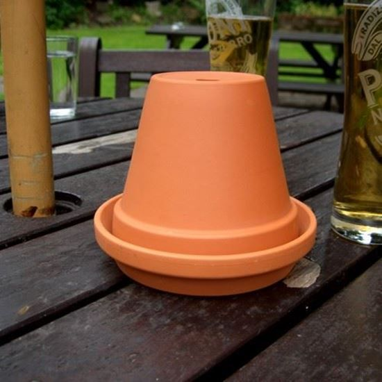 This weather proof terracotta flower pot ashtray utilises a flowerpot & saucer to make a practical outdoor ashtray for use in pub & restaurant beer gardens & outside areas.