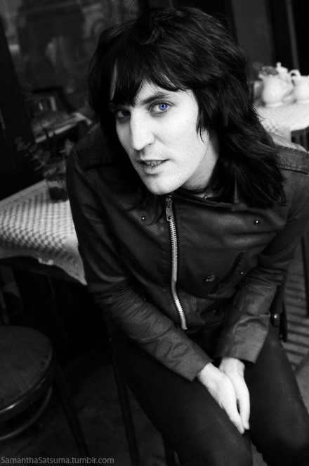 It is probably strange to state that I want the exact same hairdo as a man, but Noel Fielding is such a beautiful man with amazing hair. How can you deny those luscious raven locks that are more beautifully feathered and bouncy than Farrah Fawcett's hair on that infamous orange bathing suit poster. I know this makes no sense and I have now gone on for far to long about Noel's beautiful hair.
