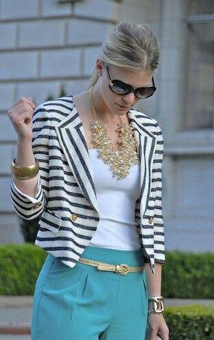 """Sosyetiklerim bayanların en büyük aksesuarlarından biri de kolyeler. Geçtiğimiz yaz sezonunda olduğu gibi bu sezon da """"Statement"""" diye tabir ettiğimiz büyük kolyeler boynumuzu süsleyecek. Peki büyük kolyeleri nasıl kullanmalı, nelere dikkat etmeli? Bu modaya uymak istiyorsanız işte size birkaç püf noktası; http://www.sosyetikcadde.com/buyuk-kolyeler-nasil-kullanilmali/"""