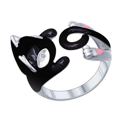 Необычное серебряное кольцо создано, чтобы дарить своей обладательнице тепло так же, как это делают котята. Благодаря необычному дизайну украшения, котёнок будет обнимать ваш пальчик, вызывая умиление и улыбку. Сочетание серебра и чёрной эмали не только выглядит стильно, но и сочетается с любой повседневной одеждой.