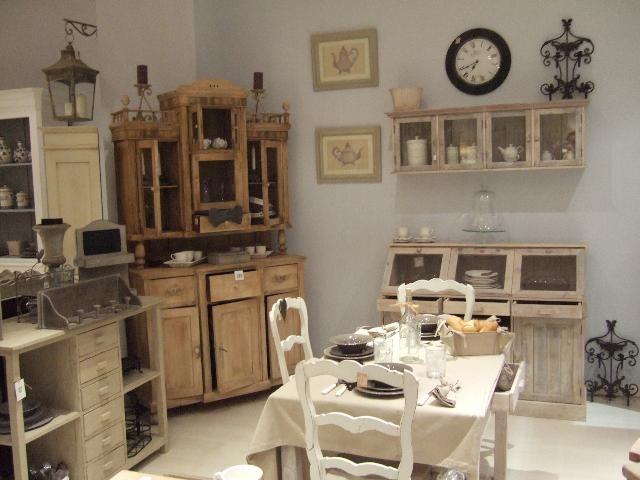 ...  Mobili da cucina anticati, Armadi color crema e Cucine color crema