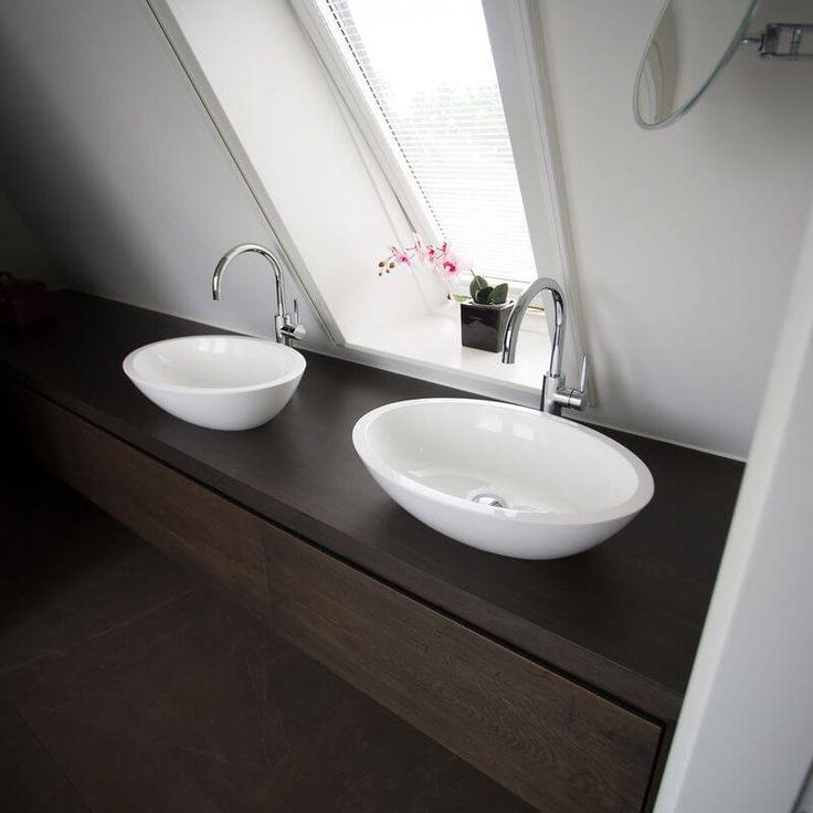 25 beste idee n over luxe badkamers op pinterest luxe badkamers droombadkamers en douches - Winkelruimte met een badkamer ...