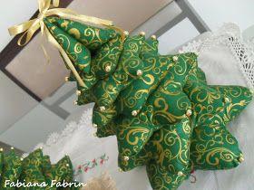 Gente! Pisquei e já é Natal né?! Eu fiz essa árvore de tecido que já estava na lista desde o ano passado, achei tão delicada e linda qu...