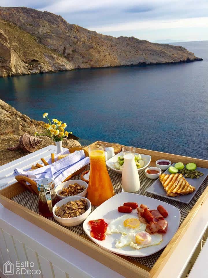 Desayuno en Folégandros, una pequeña isla griega en el Mar Egeo.  Foto enviada por Paulo Fernando Verrengia.