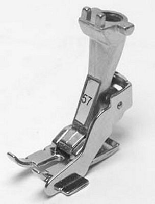 Bernina quarter inch foot with guide blade is a compatible 1/4 inch foot for the old style Bernina models such as 530, 700, 707, 730, 801/S, 807, 817, 830, 900, 910, 930, 1001, 1005, 1006, 1008, 1010, 1020, 1030, 1090, 1120, 1130, 1230, 1530, 1630.