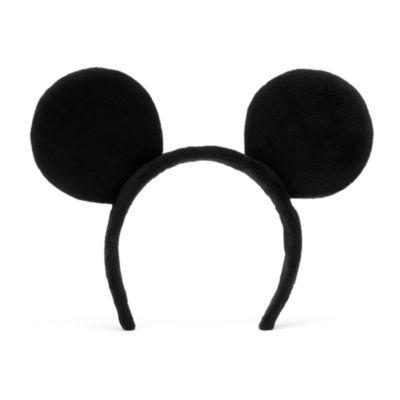 Trasformarsi nella più amata star Disney sarà un vero gioco da ragazzi! Realizzate in morbido peluche, queste divertenti orecchie di Topolino applicate a una fascia per capelli e sono l'accessorio ideale per travestirsi.