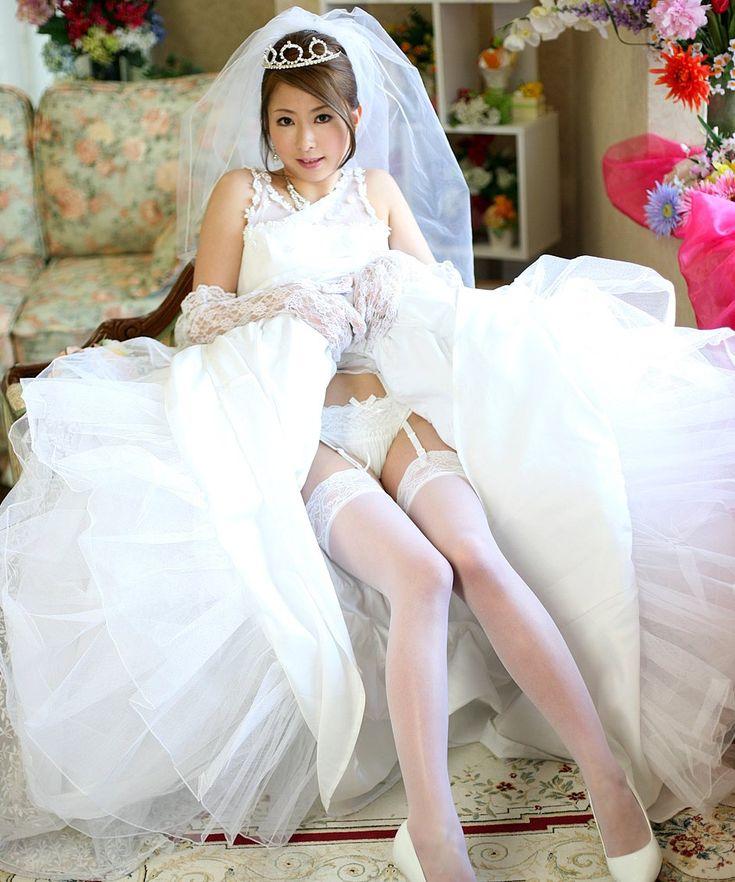 Asian Black Eyes Bridal Veil Brown Hair Dress Earrings
