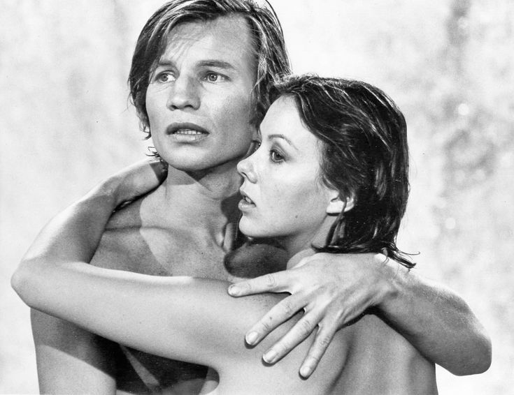 Jenny Agutter & Michael York in Logan's Run (1976)-he's a lucky bloke holding jenny agutter like that need a cold shower just thinking about it!