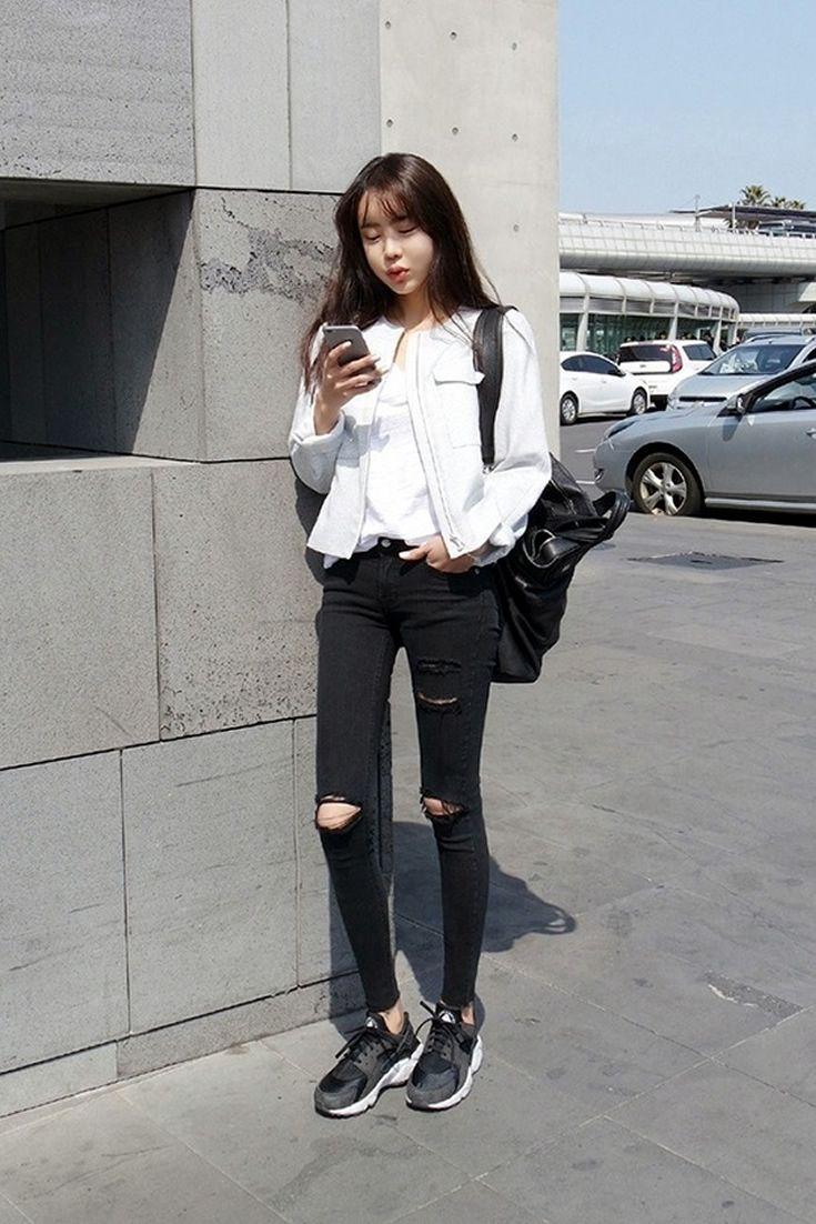 Black Boyfriend Jeans, South Korea Airport Fashion Kpop