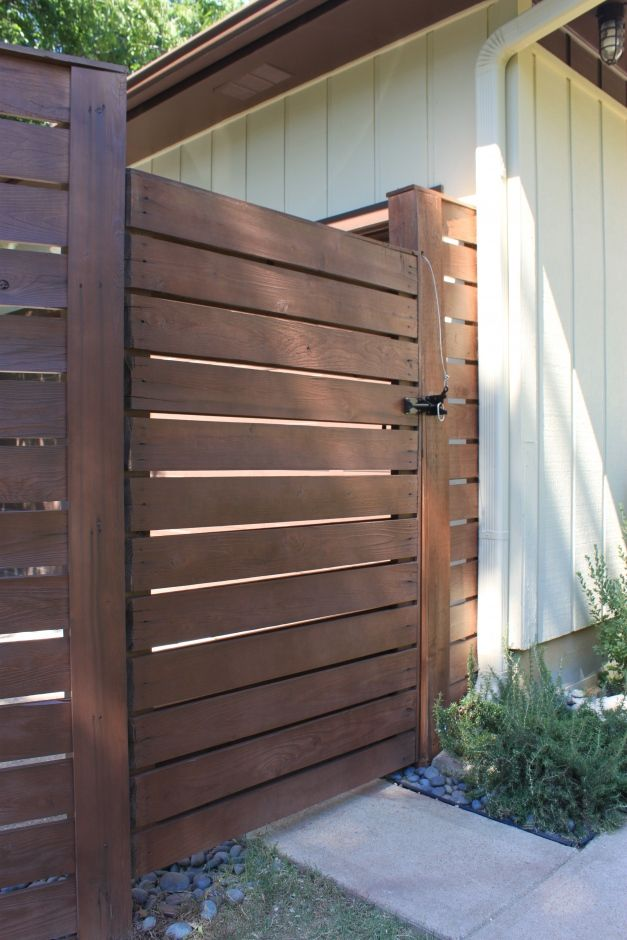 I can't get enough of this horizontal slat gate .....: Modern Fence, Side Gate, Horizontal Fence, Fence Color, Wooden Fence, Fence Design, Fences Gates