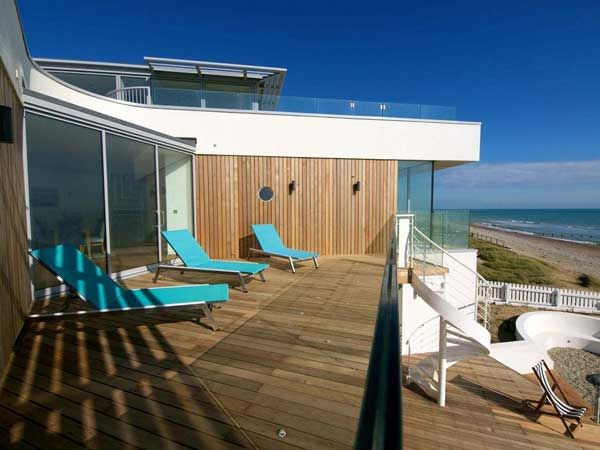 26 best images about modern beach house on pinterest for Modern beach cottage