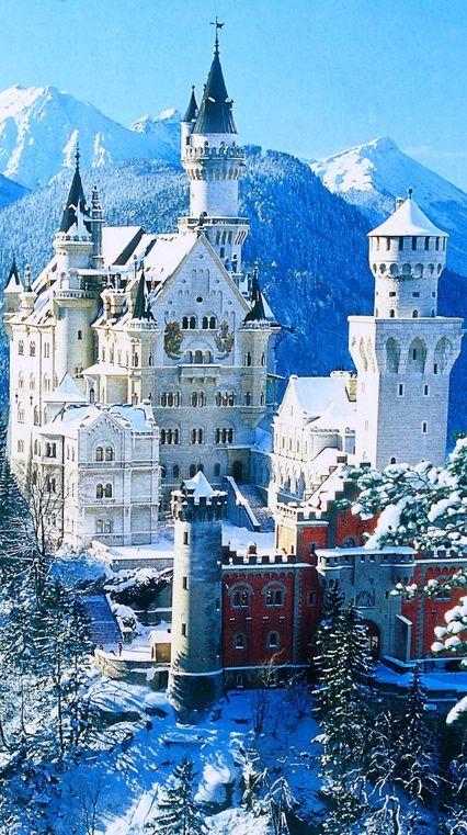 Neuschwanstein Castle, Bavaria, Germany                                                                                                                                                                                 Mais