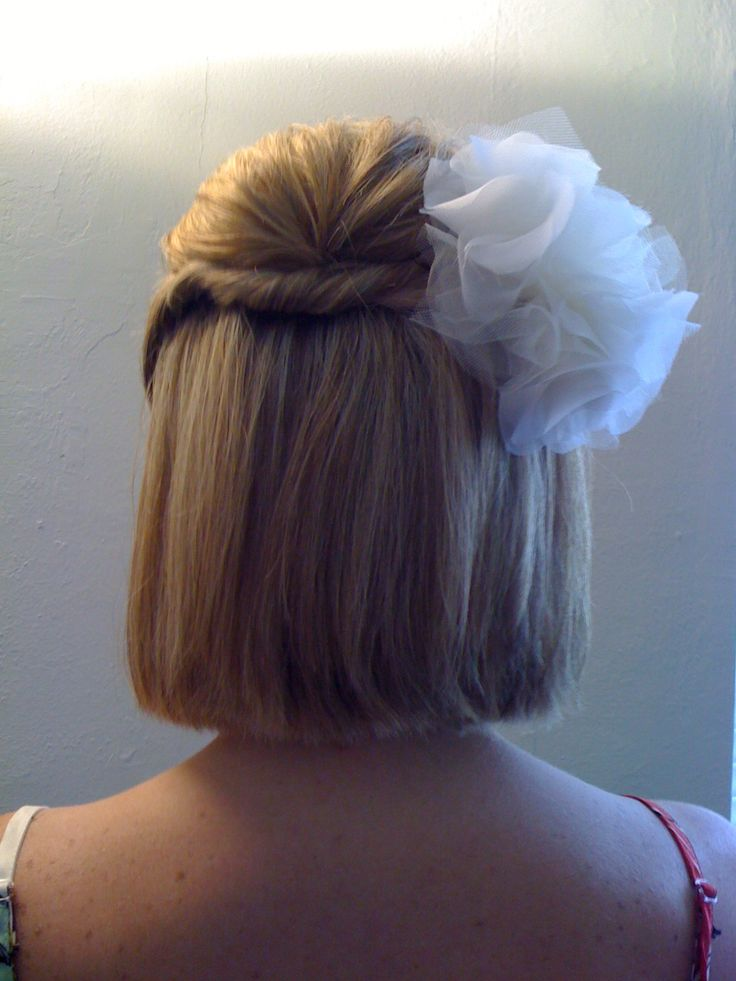 An idea for my short haired bridesmade How cute for short hair..would change the fluffly bowand use so many other options