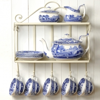 Spode Blue Italian.  Since 1816, the most beautiful blue and white china pattern... Reminds me of my Nanny she collects them :)