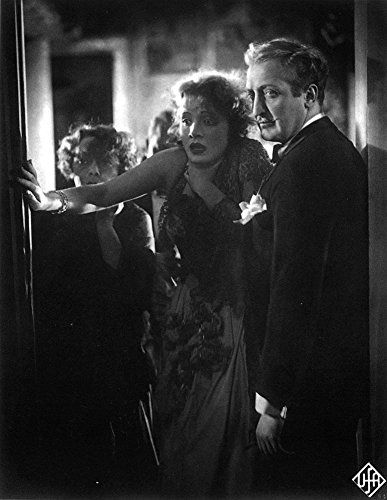 Marlene Dietrich, Hans Albers, and Rosa Valetti in Der blaue Engel (1930)