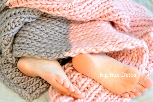 knit blanket w/ lg needles: i could learn how to do this