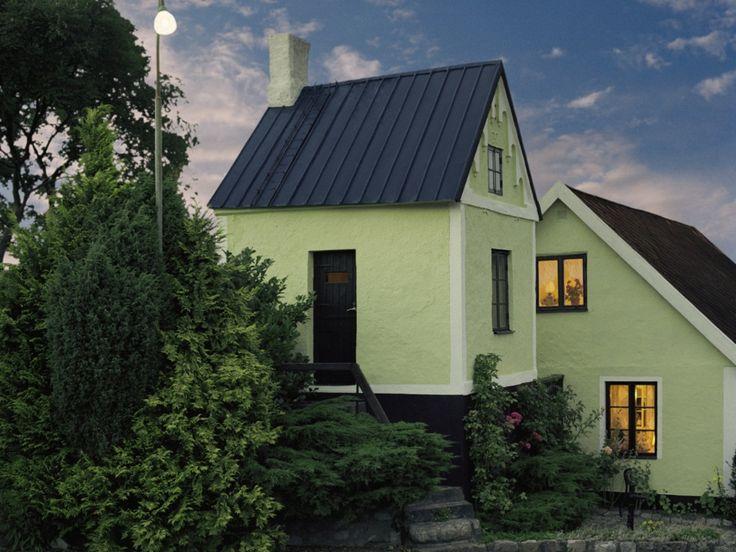 Även utsidan kan vara livfull - här har en traditionell putsfasad målats i kulören Borgholm 1816.