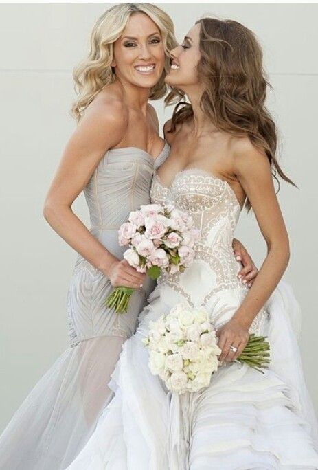Such a cute wedding picture for the bride and maid of honor!