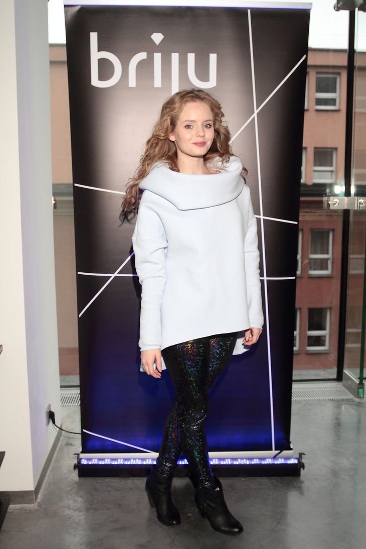 Olga Kalicka w hologramowych legginsach RS #rs #ranitasobanska #ss15 #sportfashion