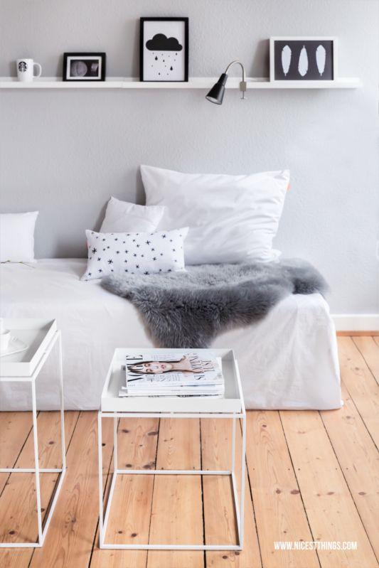 Skandinavische Wohnzimmerdeko Mit Hay Tray Tables In Weiß Und Ideen Für  Einen Schlauchförmigen Flur: Kleiderständer