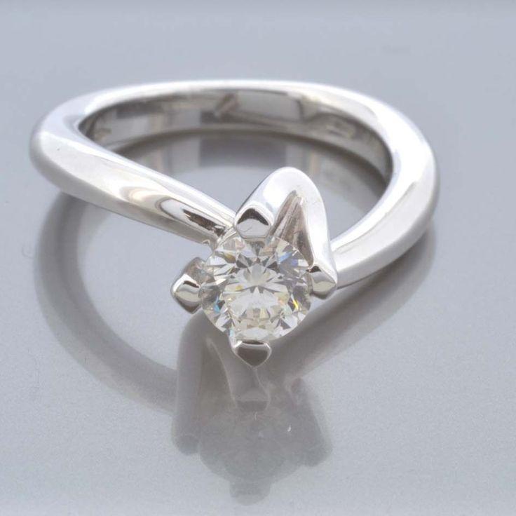 Anello Solitario Donna Oro 18 kt con Diamante naturale kt 0.55 H VVS1