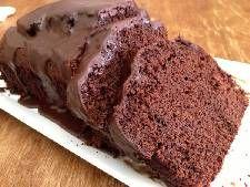 Υγρό κέικ σοκολάτας με ποτό Ursus και γλάσο