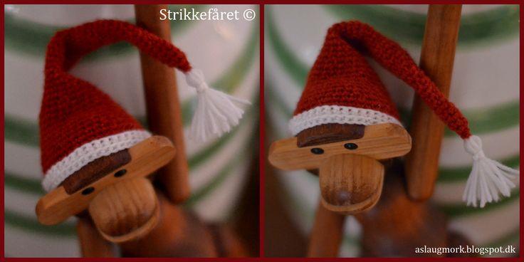Helt tilbage i november 2012 lavede jeg en lille opskrift på en strikket nissehue  til min Kay Bojesen abe. Det er en opskrift, som jeg v...