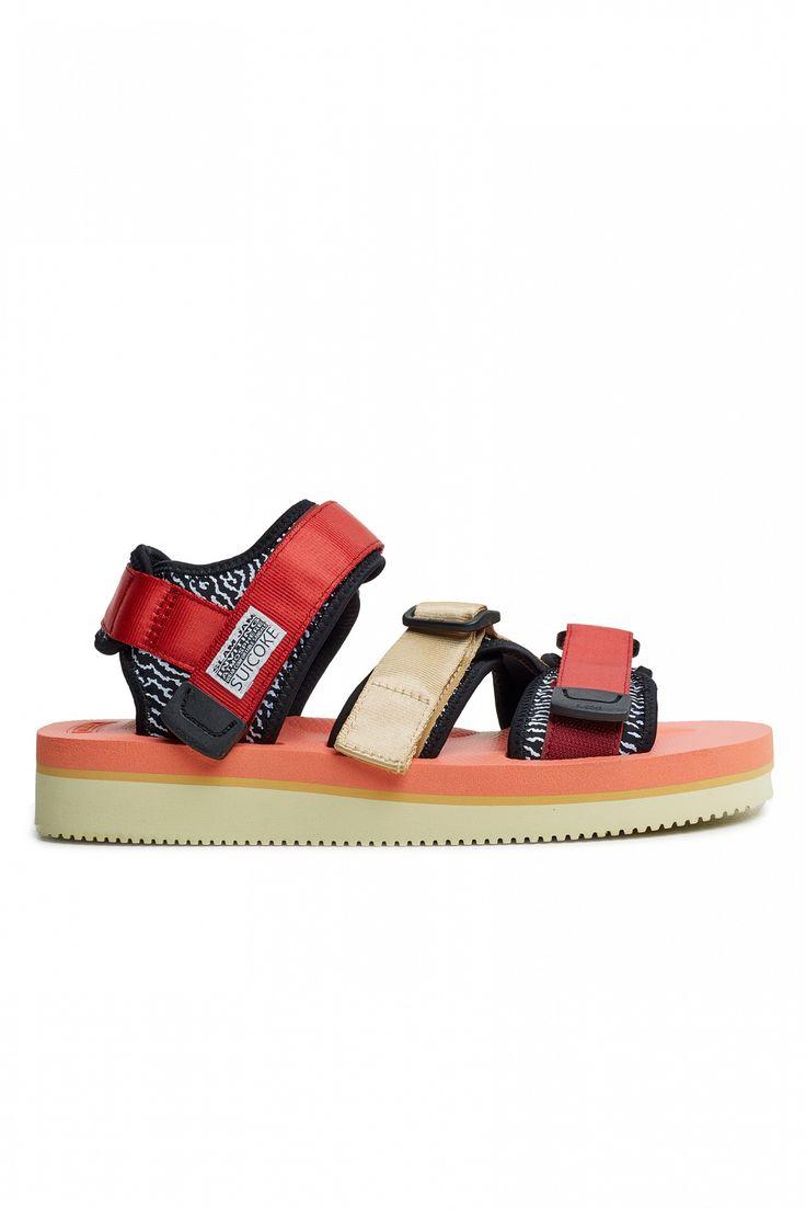 """<span style=""""background-color: #ffffff;"""">Результатом коллаборации культового итальянского ритейлера Slam Jam и японского производителя спортивной обуви SUICOKE стали сандалии The Kisee, доступные в двух разных расцветках: красные и <a href=""""/catalog/product/76396/"""">синие</a>. Эти яркие сандалии, вдохновением для которых послужила яркая цветовая палитра Issey Miyake конца 90-х, выпо..."""