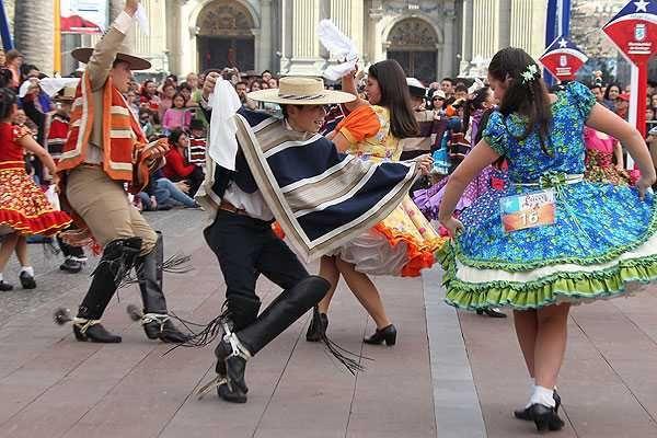 Esquinazos, cuecas, conjunto folklórico, juegos típicos y más - Servicio de Fiestas - Providencia