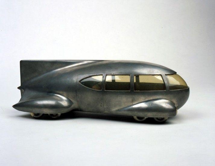 'Motor Car No. 9 (with tail fin)'    Bel Geddes es el autor de 'Coche nº 9 (con alerón trasero)', un diseño de 1933 (Norman Bel Geddes - Image courtesy of the Edith Lutyens and Norman Bel Geddes Foundation / Harry Ransom Center)  http://www.20minutos.es/noticia/1591770/0/norman-bel-geddes/diseno/futurama/
