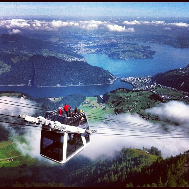 ღღ Cabrio cable car, Mt. Stanserhorn. South of the lake of Lucerne.  World's first open air cable car.  First floor holds 60; open top holds 30.
