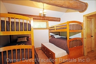 Bunk Bed Room - Sleep 6 People in 6 Twin Beds. 2 Upper Bunks, 2 Lower Bunks, and 2 Trundles. (click to enlarge)