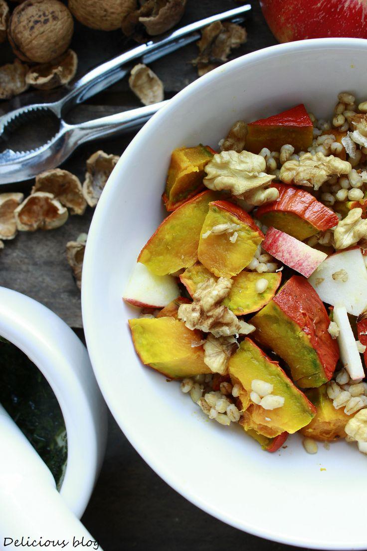 Delicious blog: Kroupový salát s dýní, jablkem a bylinkami