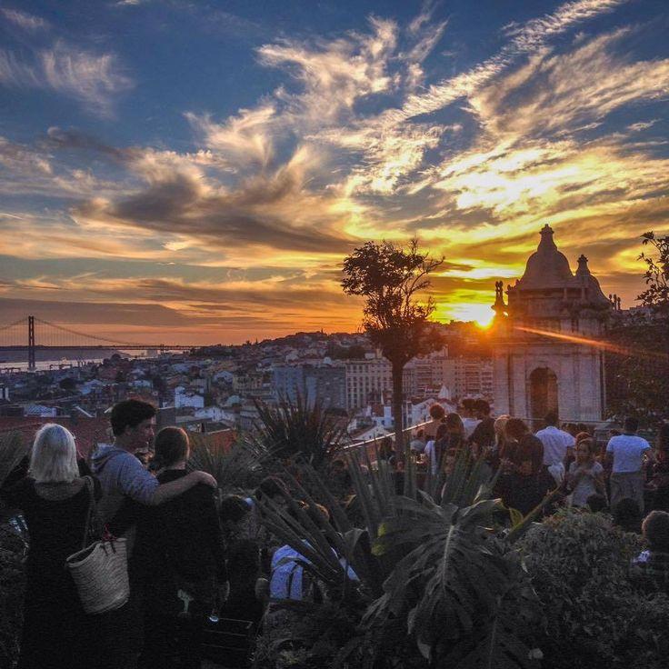 Park bar Calçada do Combro, 58 - Bairro Alto, Lisboa (Un bar sur une terrasse tout en haut accessible d'un Parking + asc jusqu'au 5e... Avec une vue imprenable) POUR BOIRE UN VERRE