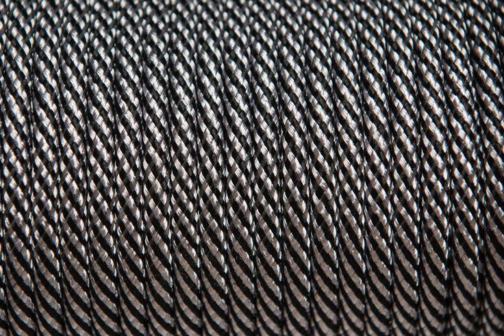 Rendelj tilka fekete-ezüst fonott textilkábelt méterre vagy kérd design lámpaként fém foglalattal és antik izzóval. tilka.hu