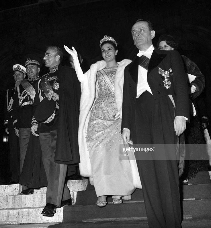 Farah diba queen farah diba 3rd wife of shah reza pahlavi for Shah bano farah pahlavi