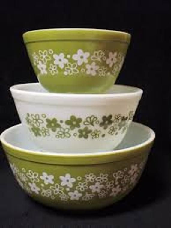 Vintage Pyrex Spring BlossomCrazy Daisy 2.5 Quart Covered Casserole FREE SHIPPING 1970s Vintage Serving