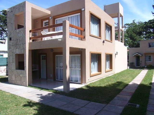 Casas modernas con terraza al frente en segundo piso for Terrazas de campo