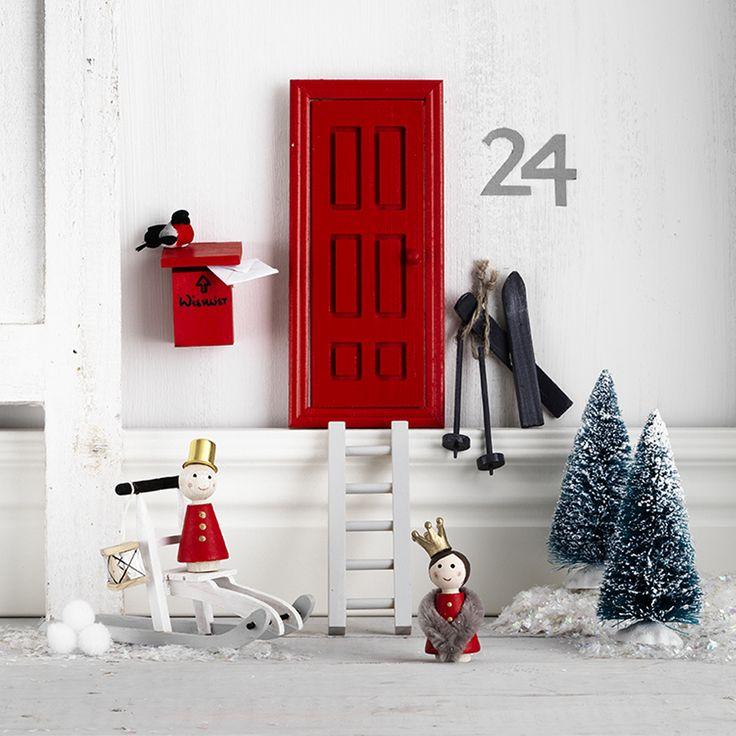 Santaland with elf doors www.pandurohobby.com Christmas Decor by Panduro #christmas #Decor #DIY #miniature #nissedörr