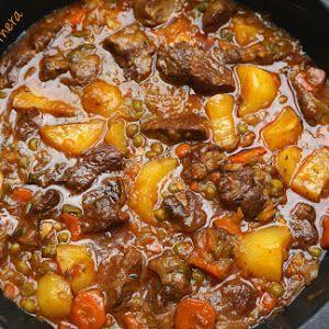 Codillo al horno estílo alemán.Cerdo. Receta paso a paso, receta de carne sencilla, cocina tradicional.Horno.
