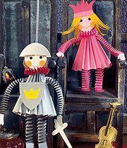 Basteln mit Papier: Ritter und Prinzessin Basteln Sie mit Papier den tapferen Ritter und die schöne Prinzessin. Hier finden Sie die Bastelaneitung, die Vorlagen zum kostenlosen Download und jede Menge Tipps.
